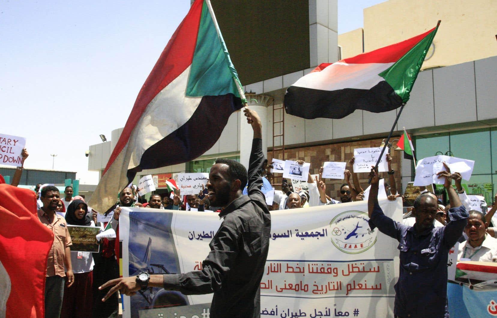 Des employés de l'aéroport de Khartoum, de la Banque centrale, de la compagnie nationale d'électricité, ou encore des fonctionnaires du parquet général, ont annoncé leur participation à cet arrêt de travail de 48heures prévu mardi et mercredi.