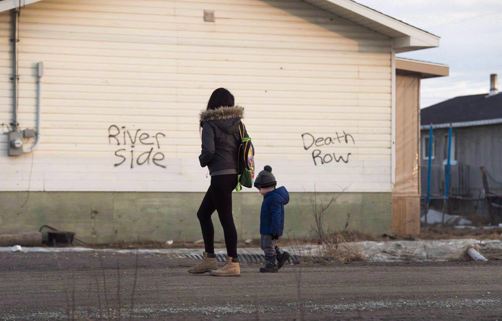 Le taux d'enfants autochtones pris en charge par le Directeur de la protection de la jeunesse est presque huit fois plus élevé que dans le reste de la population.