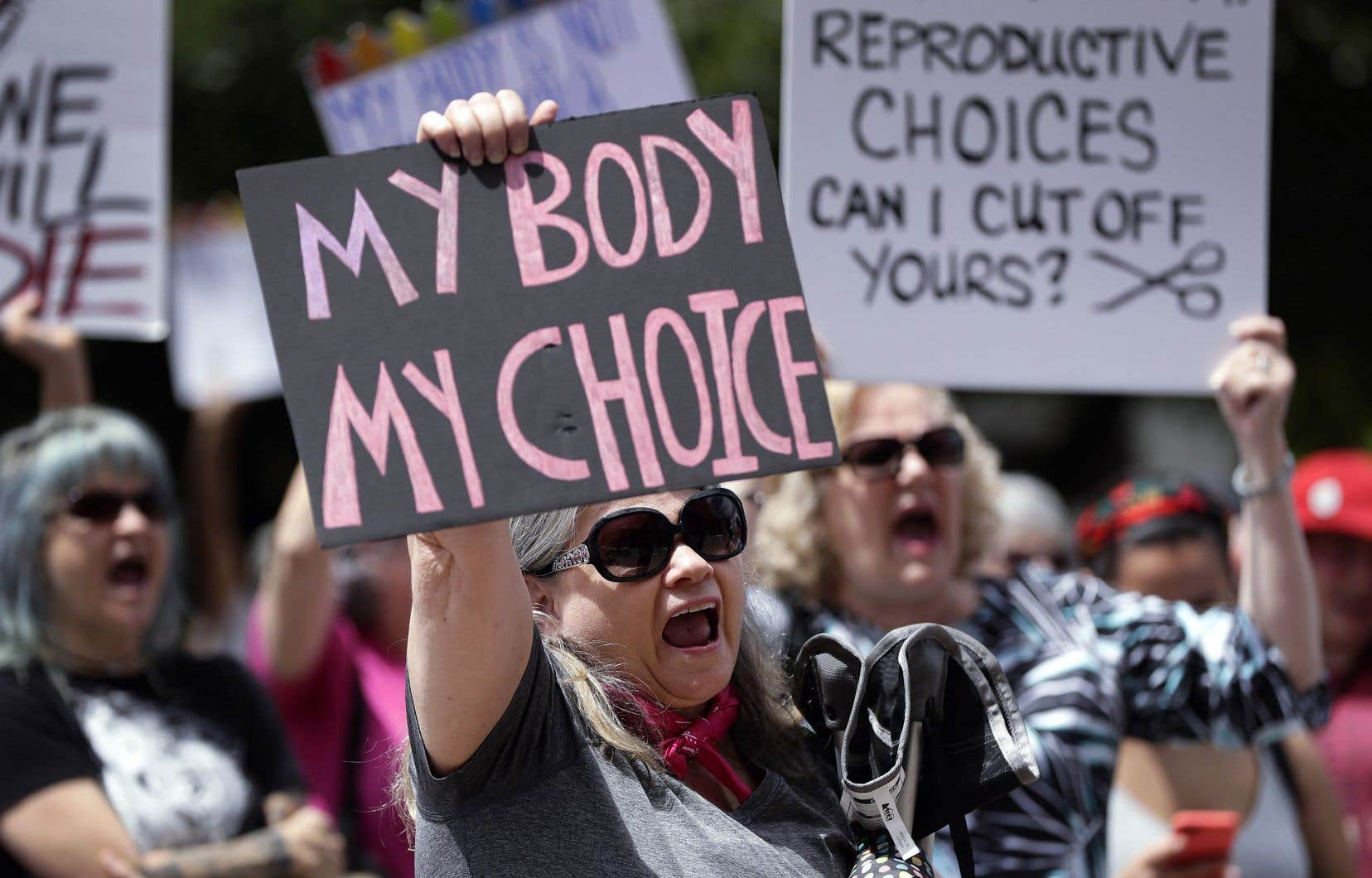 Les manifestations se multiplient aux États-Unis depuis que la Cour suprême a avalisé, en partie du moins, la loi de l'Indiana sur l'avortement, une loi que le vice-président Mike Pence avait lui-même entérinée lorsqu'il était gouverneur de l'État.