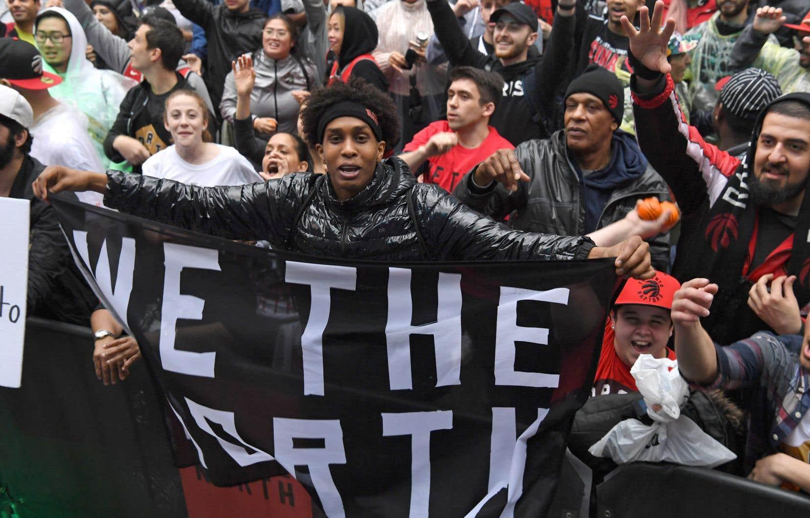 Le slogan lancé en 2014 pour soutenir les Raptors («We The North» — «Nous sommes le Nord») s'entend cette année comme un véritable cri de ralliement sportif national.