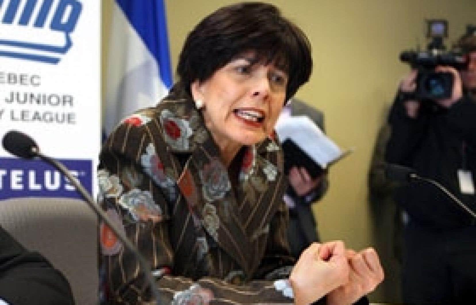 La ministre de l'Éducation, du Loisir et du Sport, Michelle Courchesne, est intervenue une fois de plus auprès des dirigeants de la Ligue de hockey junior majeur du Québec pour qu'ils adoptent un plan d'action rigoureux qui mettra un terme aux b