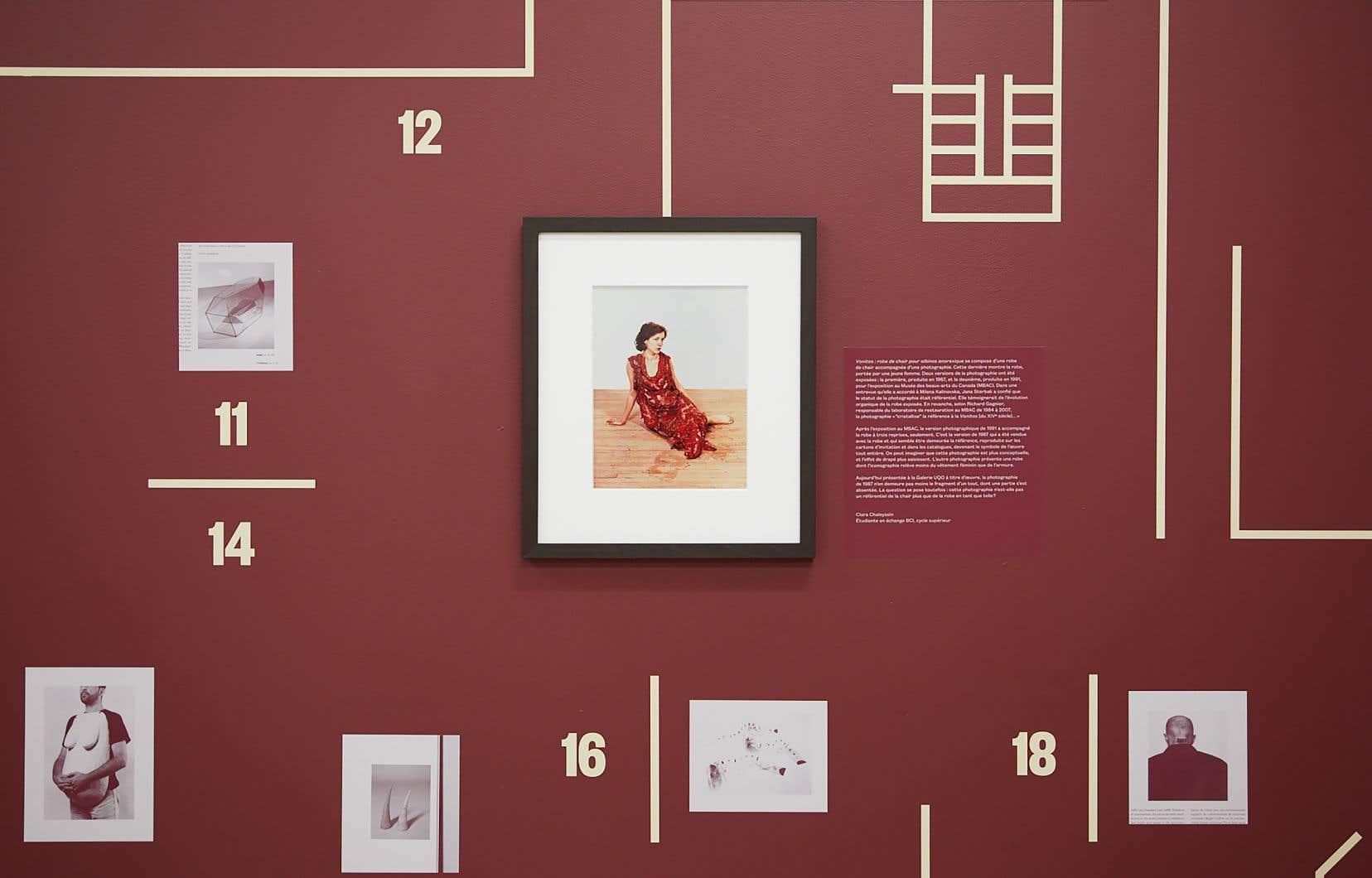 Vue de l'exposition «La robe de chair au Musée national: expositions et reconstitutions»