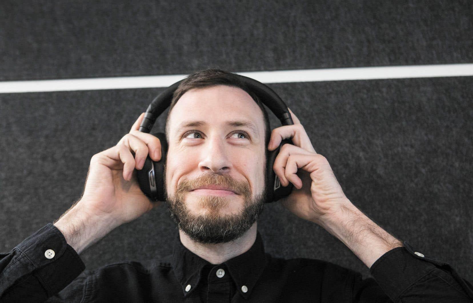 Cela fait déjà 13ans que Benoît Mercier a créé l'émission pour emporter, jadis enregistrée à la radio CHOQ de l'UQAM et maintenant mise en boîte dans un petit mais chaleureux studio du Mile-End.