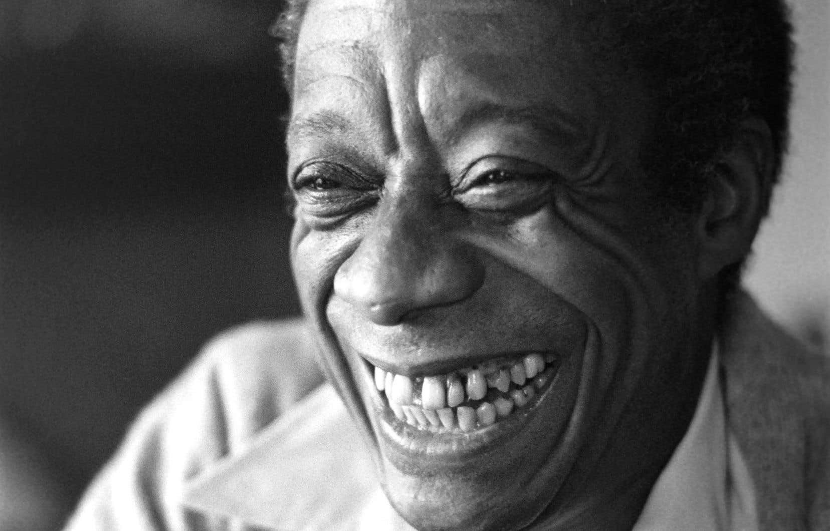 À travers une dizaine de textes, Baldwin chronique sa relation torturée avec son Harlem natal.
