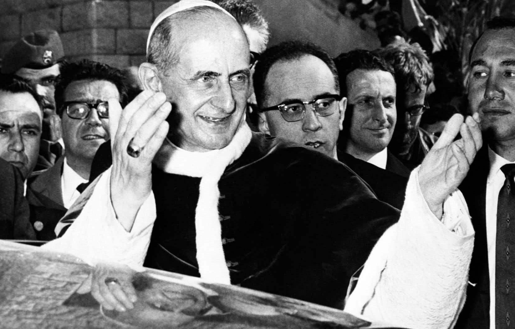 Le pape PaulVI a, par l'encyclique «Humanæ vitæ» (1968) contre le contrôle artificiel des naissances, donné un «coup de tonnerre» jugé réactionnaire.