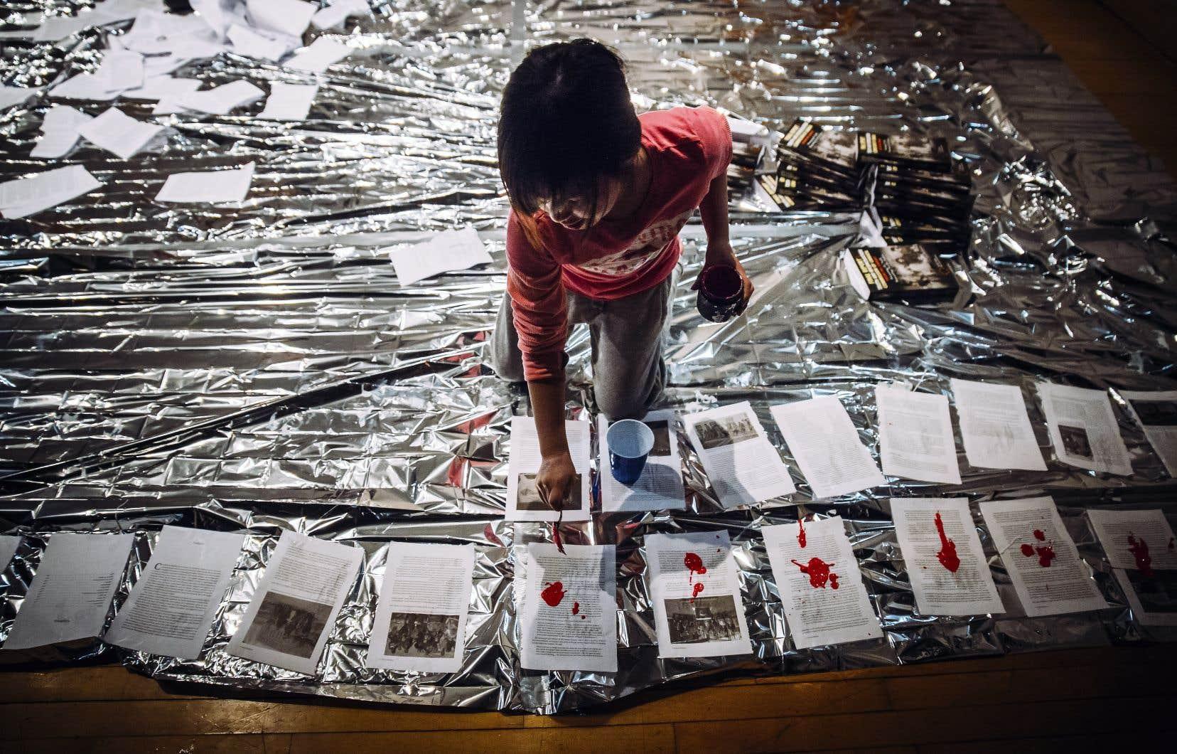 Dans l'installation-performance «This Time Will Be Different», on verra des enfants déchirer les 600pages du rapport «Vérité et réconciliation».