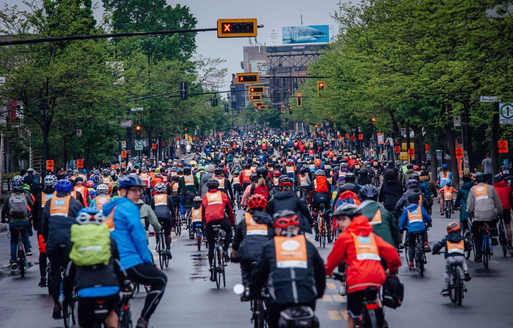 Malgré les averses, environ 22 000 cyclistes ont participé à l'évènement.