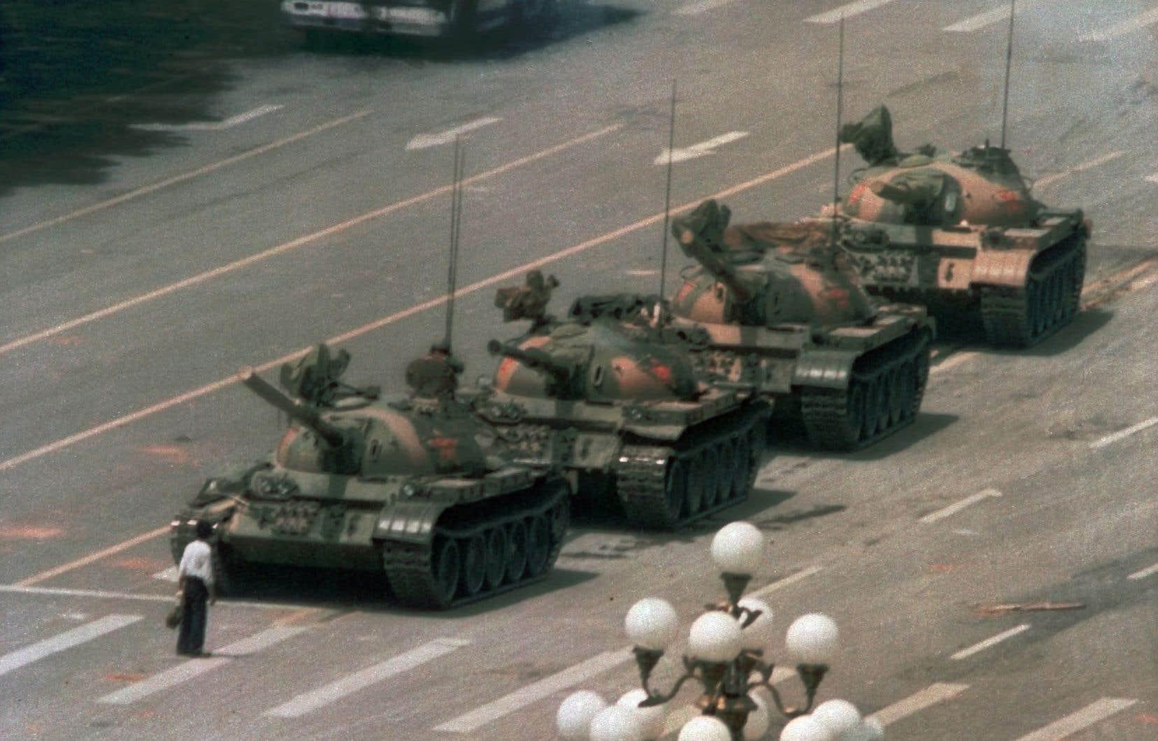 Le photographe Jeff Widener a produit le plus célèbre cliché de cette scène survenue le 5juin 1989.