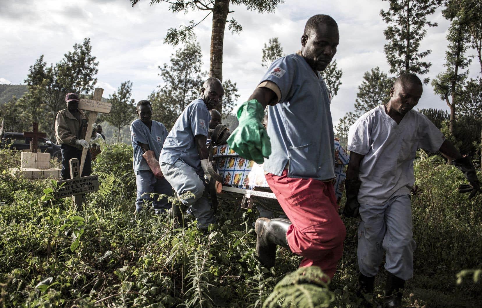 Des membres du personnel soignant sur le terrain ont été menacés et même tués. Une partie des habitants résistent à la lutte anti-Ebola (déni de la maladie, refus des vaccins ou des enterrements dignes et sécurisés...).