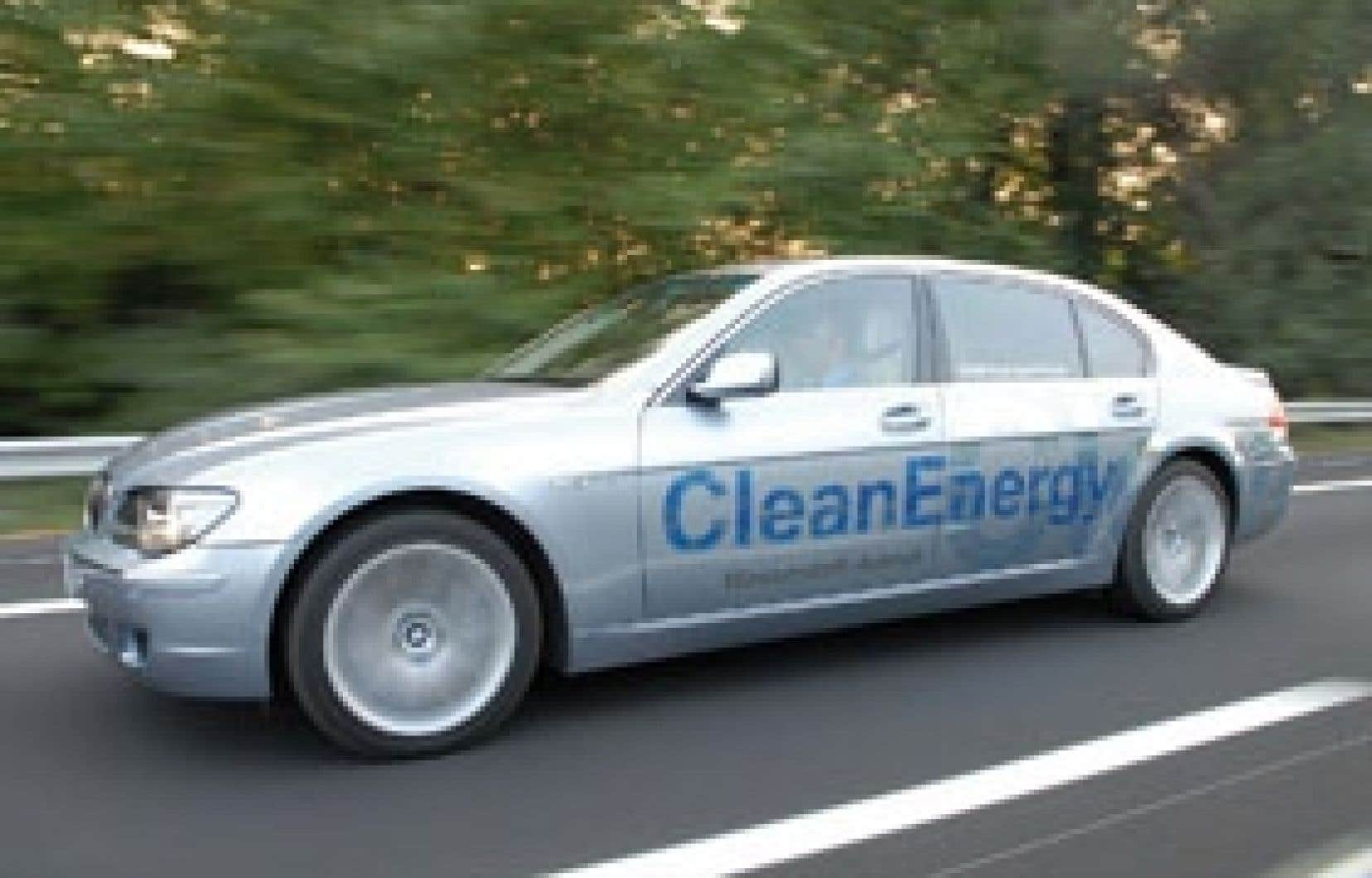 Quand vint le temps de concevoir des voitures écologiques, il n'était pas question de toucher au moteur à piston, qui fait l'essence des voitures BMW, pour le remplacer par un moteur électrique.
