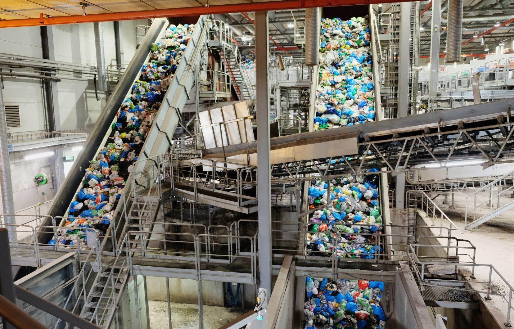 Triés au centre de traitement des déchets d'Haraldrud, ces déchets serviront notamment à produire du biocarburant grâce auquel rouleront les autobus d'Oslo.