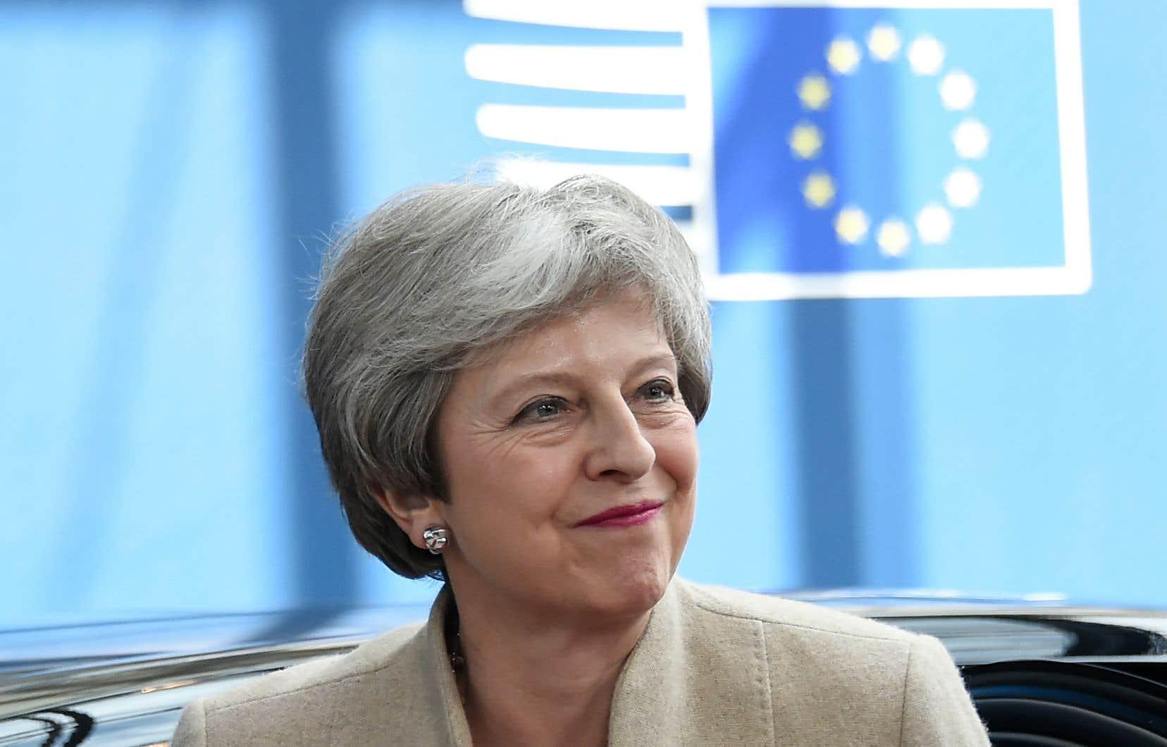 Theresa May restera en fonction jusqu'à la désignation de son successeur par les conservateurs, d'ici la fin juillet.