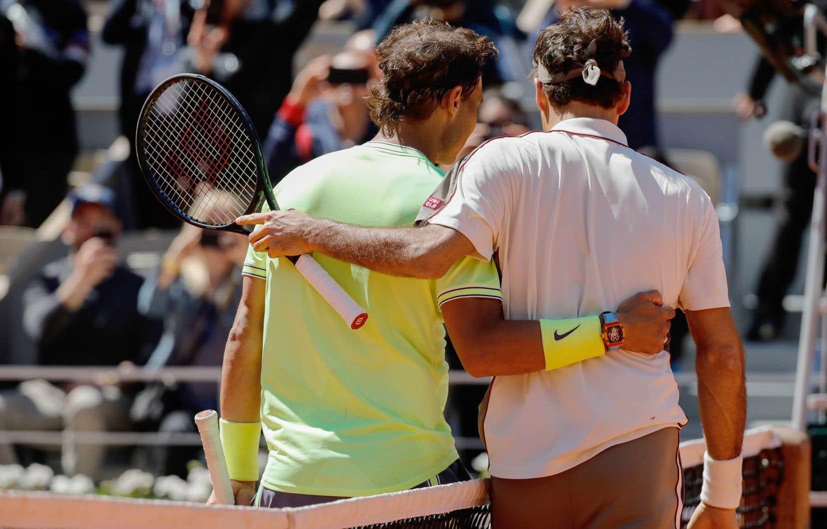 Nadal (à gauche) a fait une bouchée de Federer à leur premier face-à-face à Roland-Garros depuis 2011.