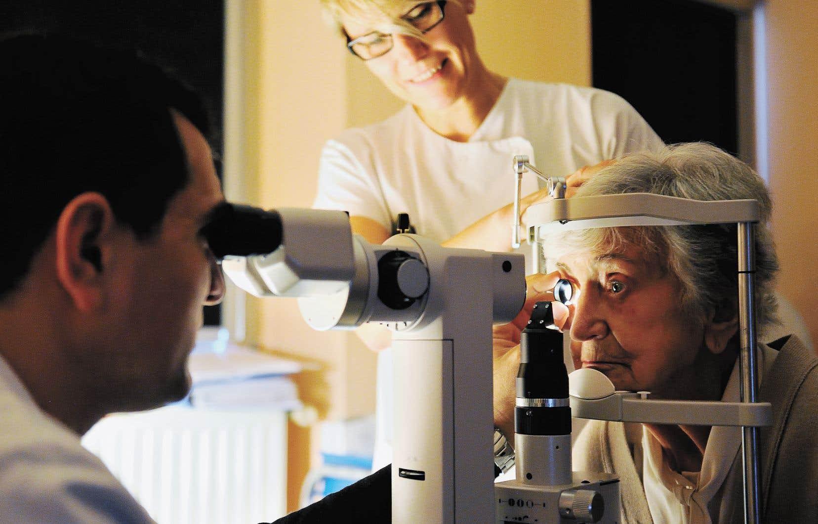 Les algorithmes peuvent dépister sur les photographies du fond d'œil d'un patient les signes d'une rétinopathie diabétique, qui nécessiteront une consultation chez l'ophtalmologue.