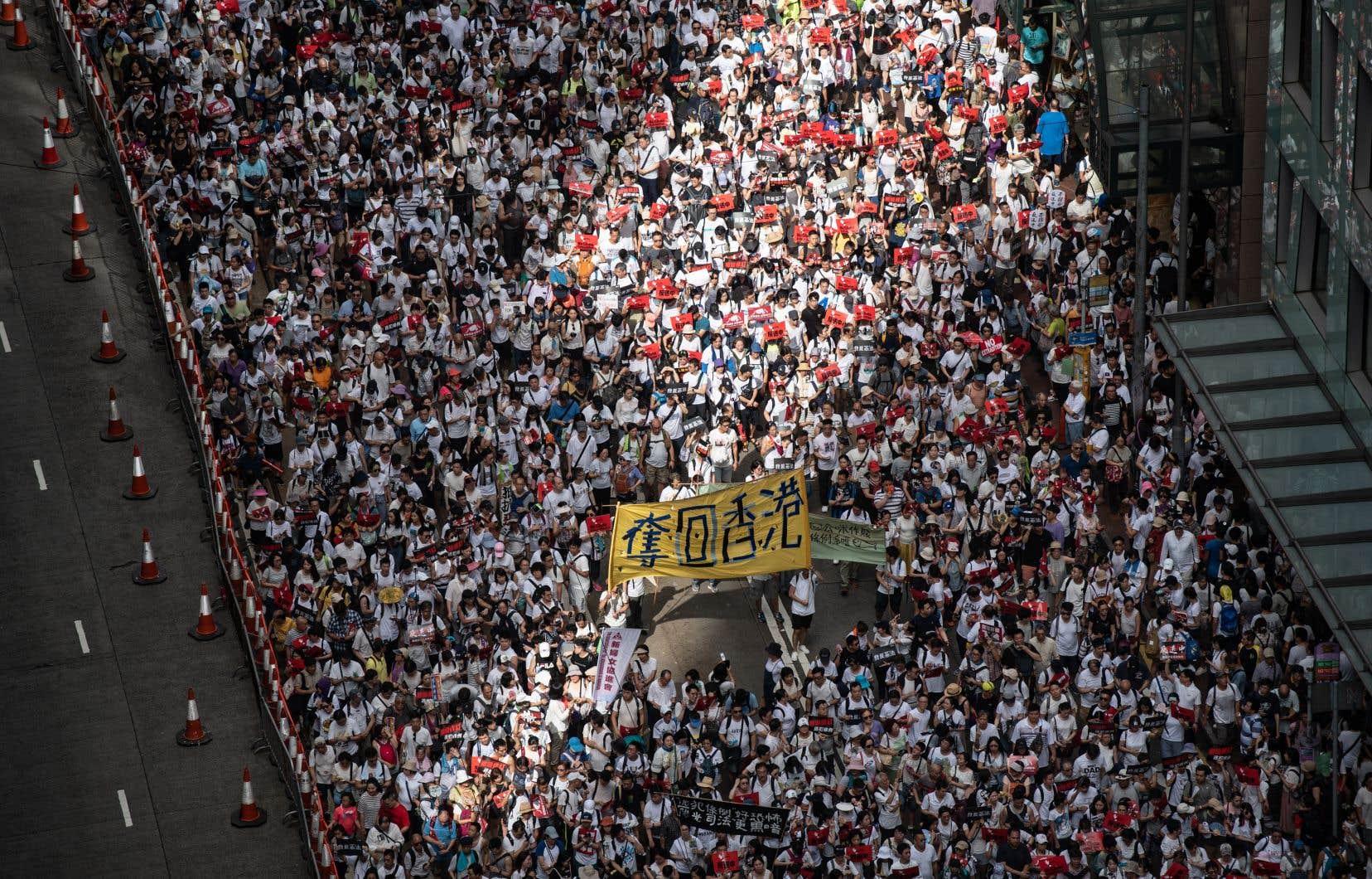 Plus d'un million de citoyens ont manifesté dimanche, selon les organisateurs.