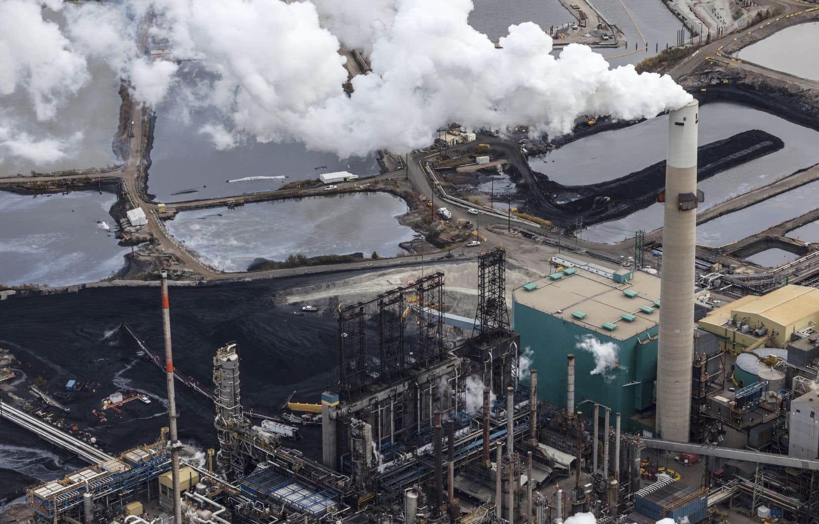 «Il est préférable, d'un point de vue écologique, que le Québec s'approvisionne en pétrole léger des États-Unis plutôt qu'en pétrole sale, plus polluant, des sables bitumineux», estime l'auteur.