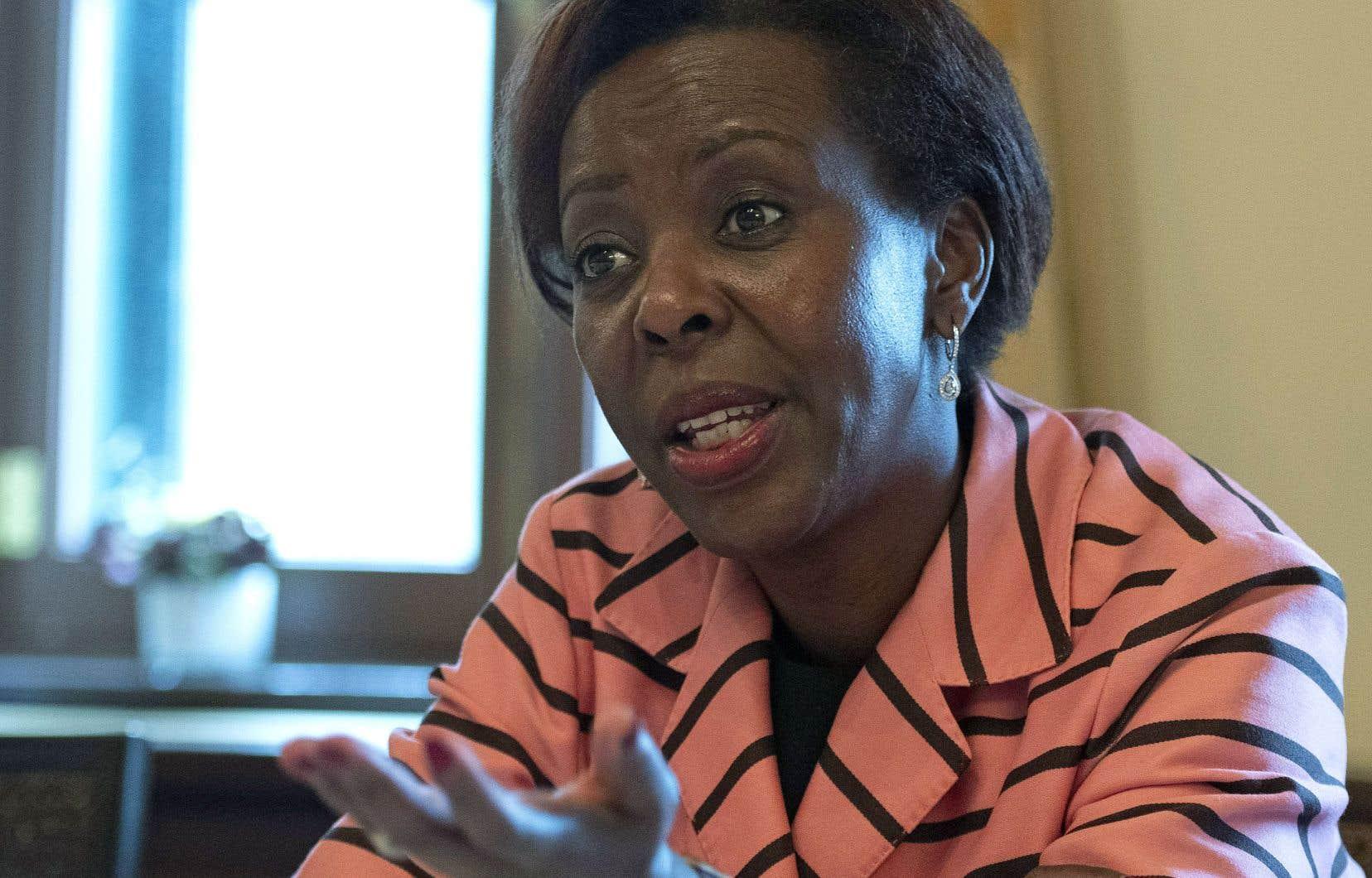 Louise Mushikiwabo s'intéresse à l'expansion de la langue française dans l'univers numérique, à la formation des enseignants, à l'entrepreneuriat féminin et particulièrement à l'éducation des filles en Afrique.