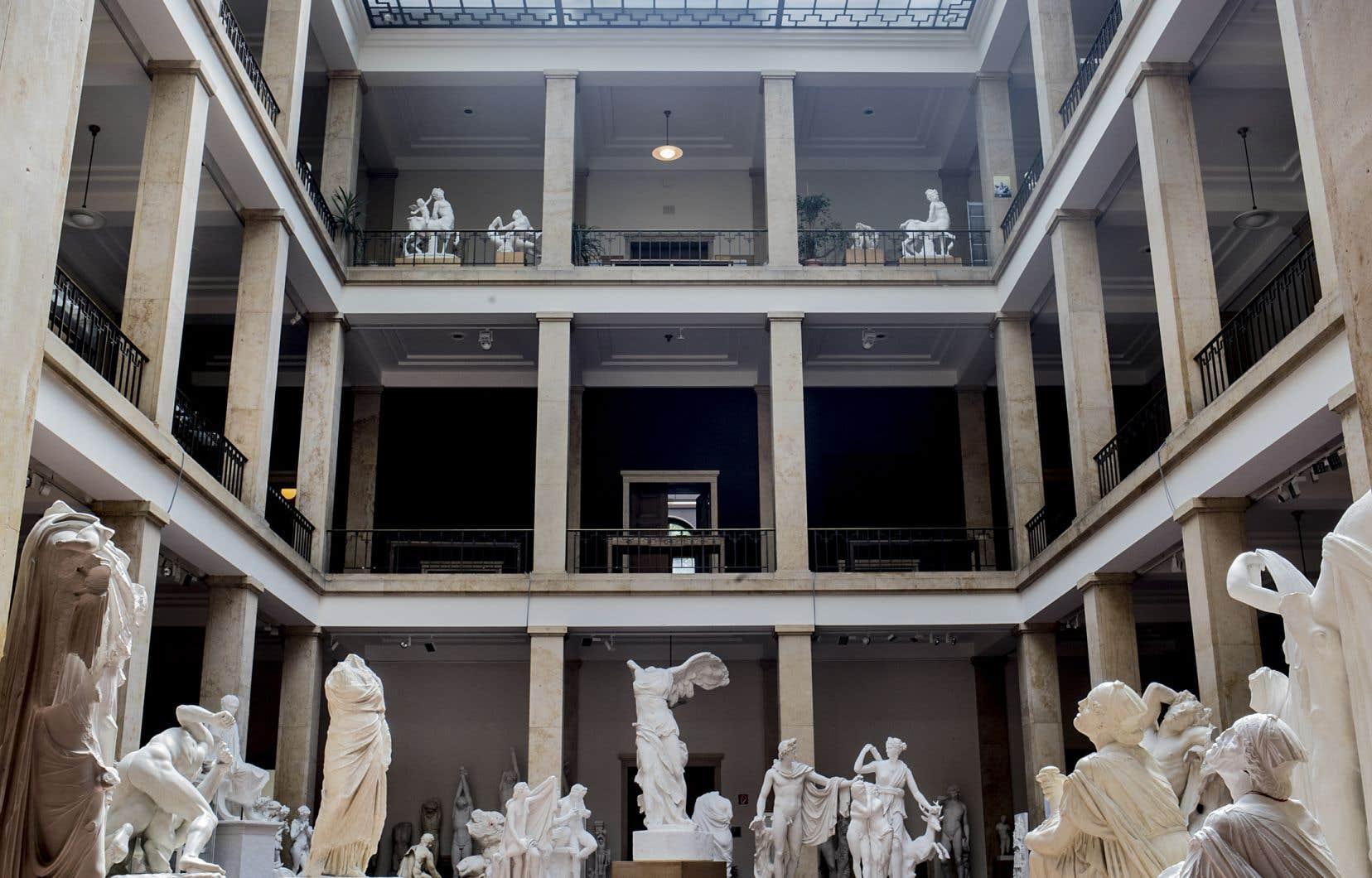 La cour intérieure de l'ancienne permanence du parti nazi abrite maintenant le plus grand centre d'histoire de l'art du monde.