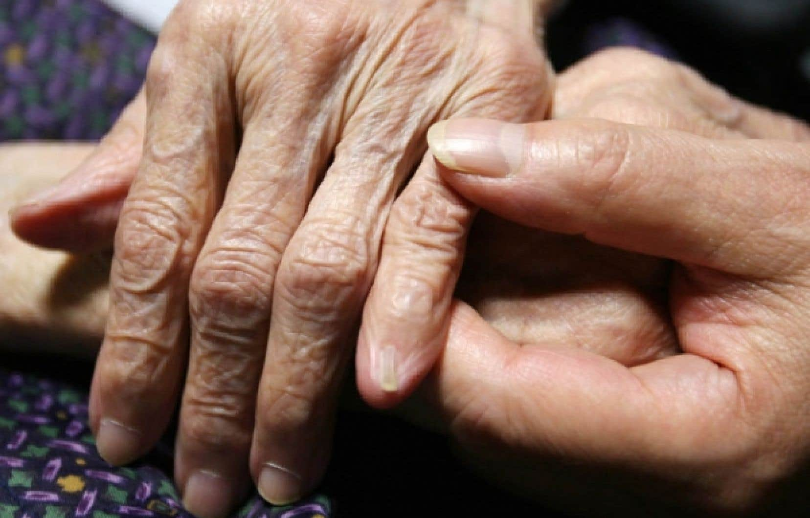 La prévalence de la douleur chronique croît avec l'âge.