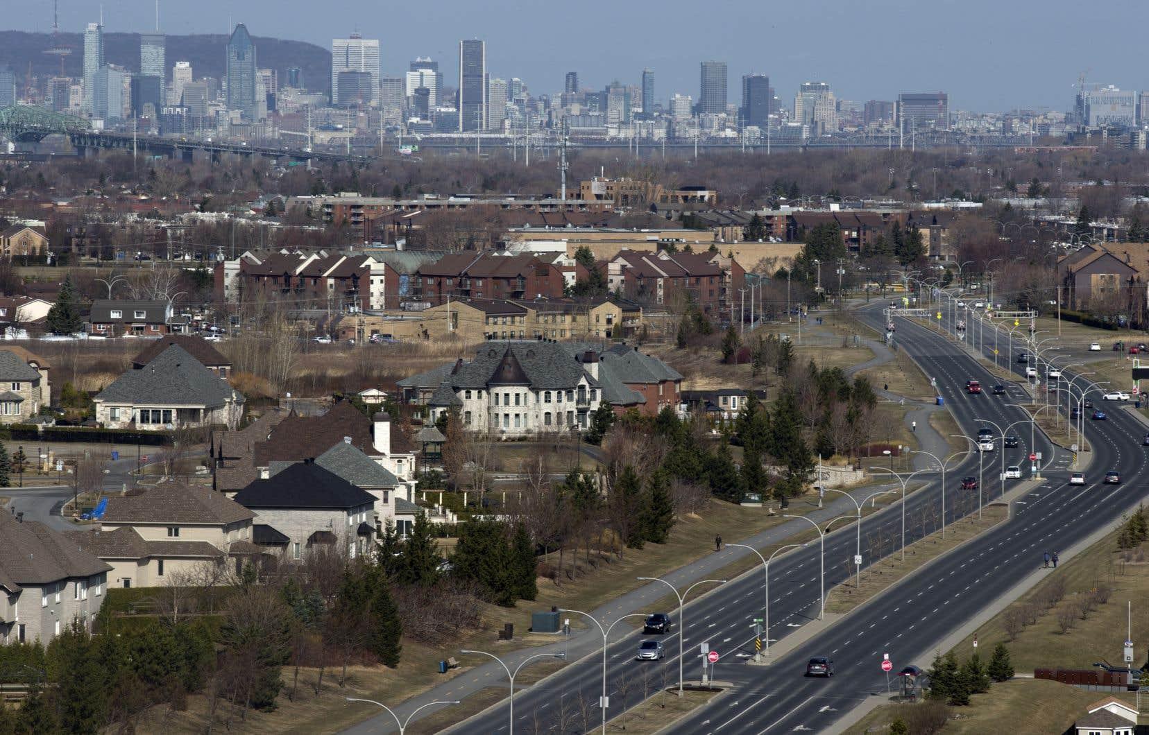 Une méga-fusion municipale qui inclurait toute l'île de Montréal, de Laval, les couronnes sud et nord serait l'une des mesures à envisager, selon l'auteur.