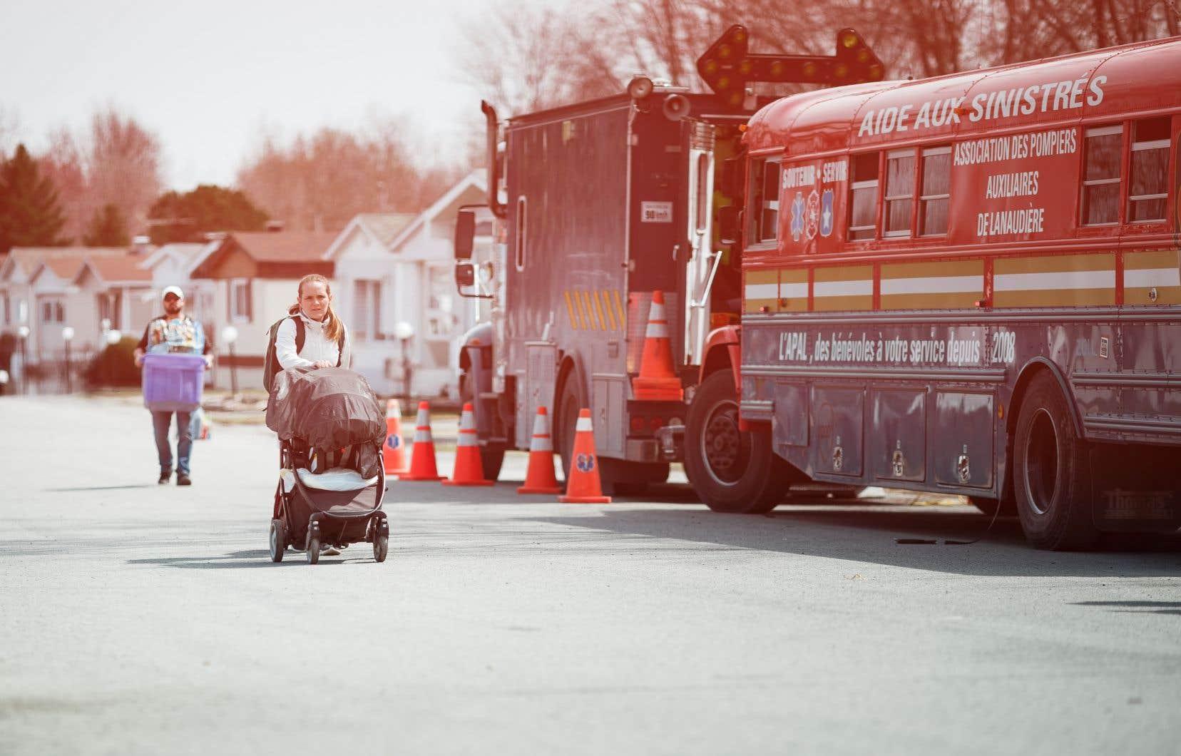 <p>Un homme a foncé avec son véhicule dans les locaux des services d'aide aux sinistrés, mercredi soir, à Sainte-Marthe-sur-le-Lac. Personne n'a été blessé.</p>