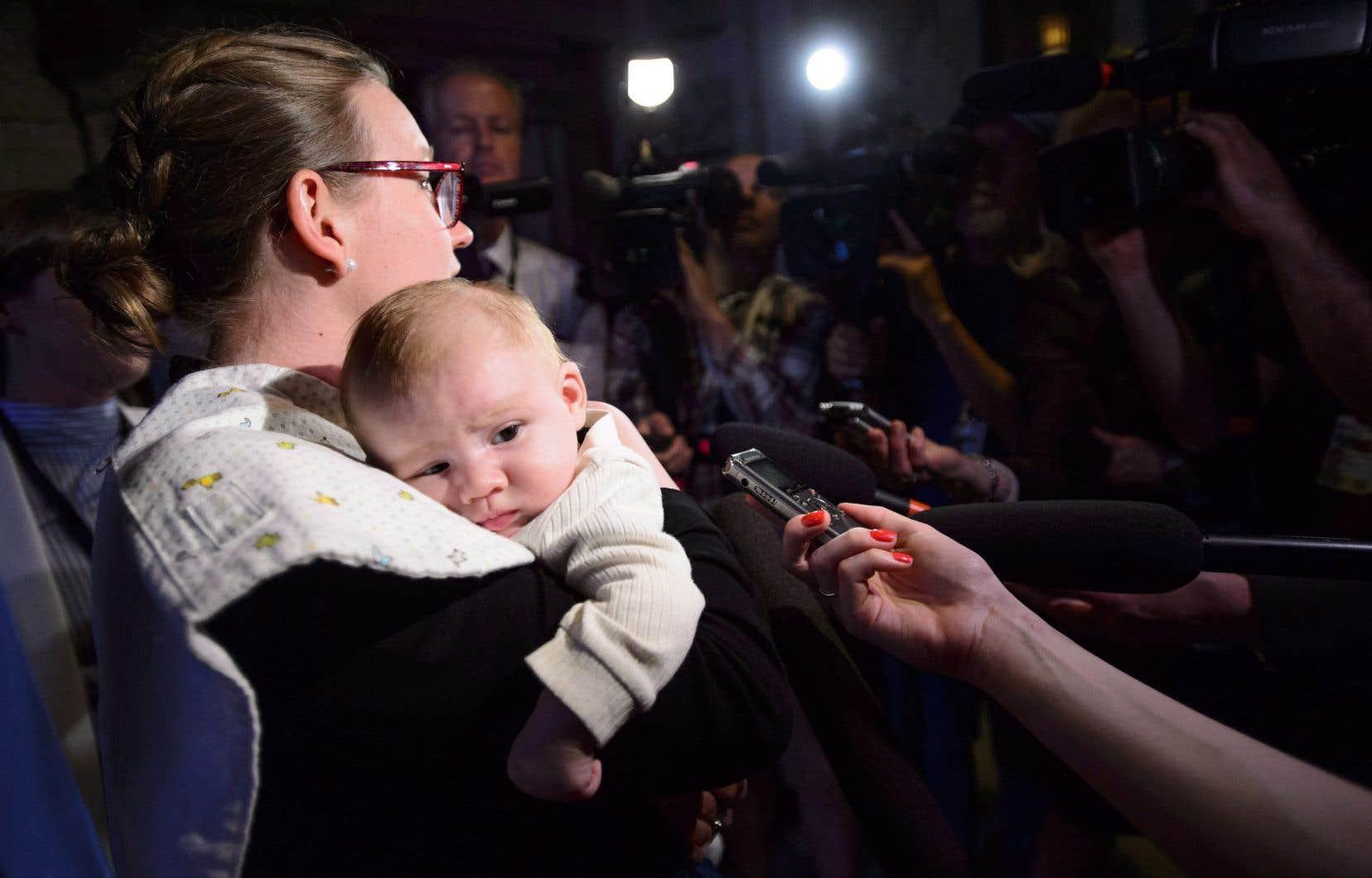 <p>La ministre des Institutions démocratiques, Karina Gould, a été la toute première ministre fédérale à donner naissance à un enfant pendant son mandat l'an dernier.</p>