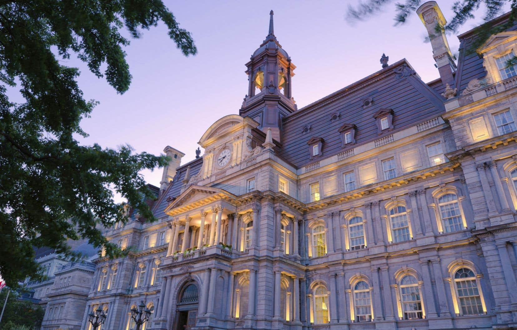 La Ville a déclaré que la seule façon d'indemniser ses 65 élus membres du conseil municipal était de hausser leur salaire.