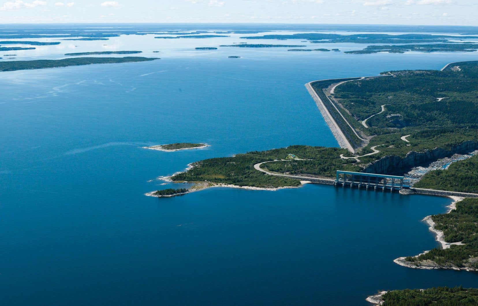 La centrale Robert-Bourassa (LG2) produit normalement 42600 GWh par an. Pour pallier les variations du rendement de ses installations, Hydro-Québec entretient des comptes d'écart. C'est de là que proviendra l'argent remis aux clients pour compenser les trop-perçus, a décidé Québec.