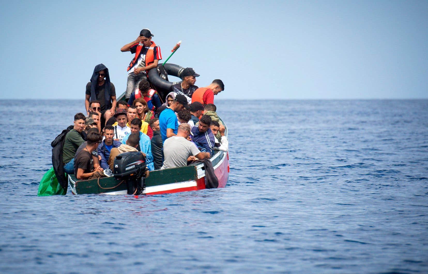 Les téléphones intelligents vont conduire les migrants embarqués sur des routes incertaines, voire corriger leur itinéraire.
