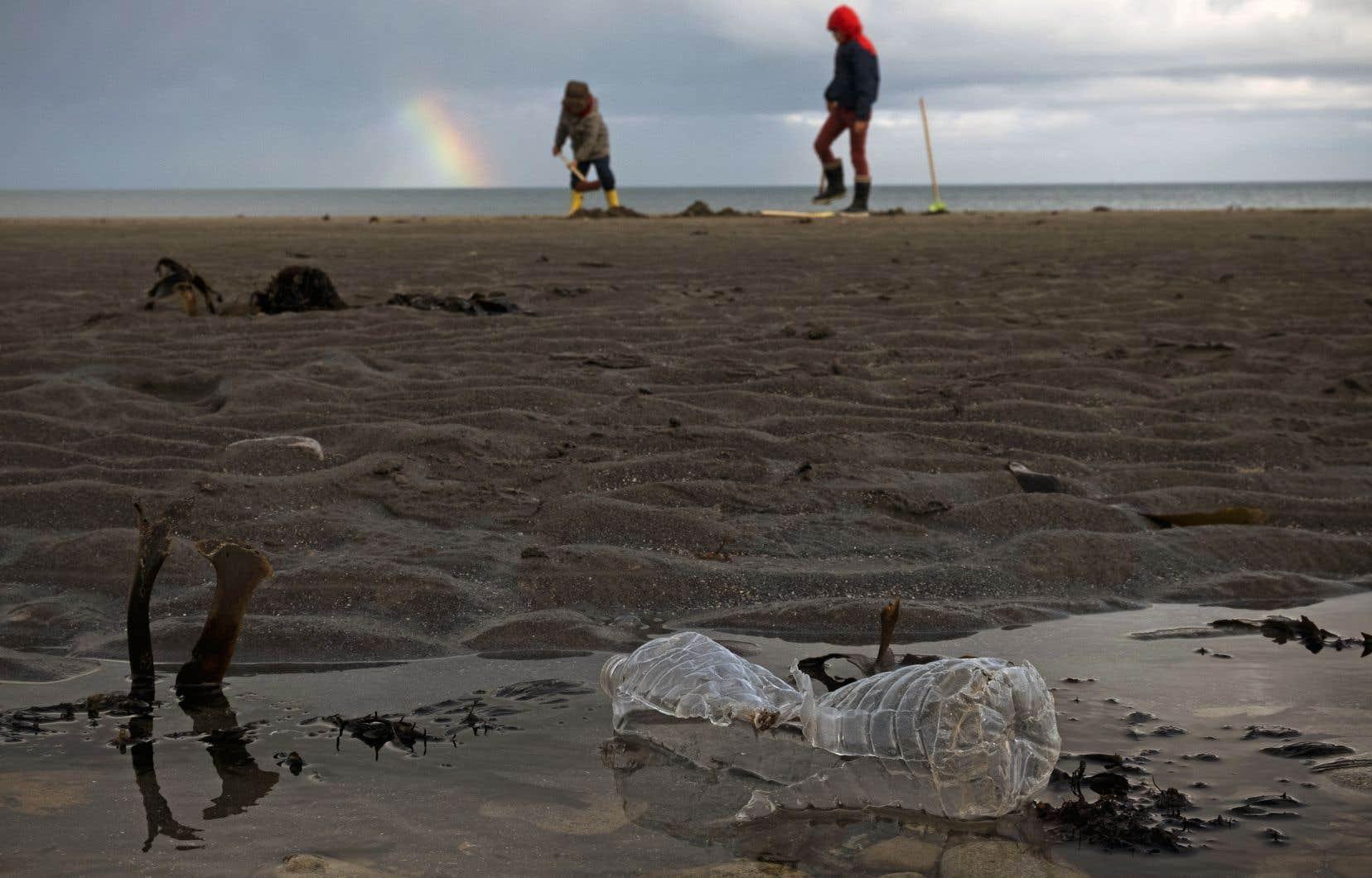 La pollution plastique est devenue une préoccupation mondiale.