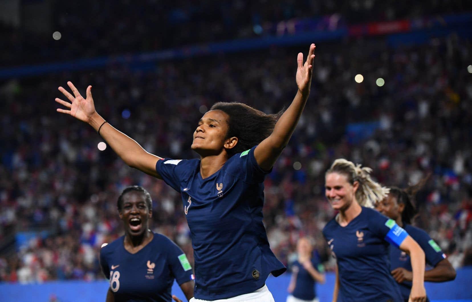 La Française Wendie Renard a ouvert le score sur un tir de pénalité contre le Nigeria.