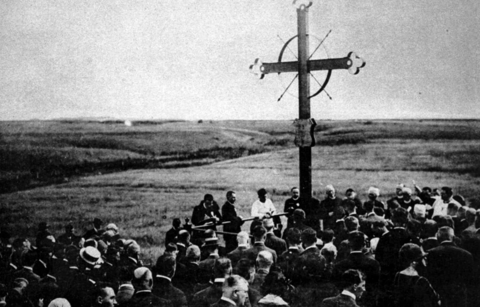 Une croix érigée à Grand-Pré, en Nouvelle-Écosse, en souvenir des Acadiens victimes de la déportation de 1755