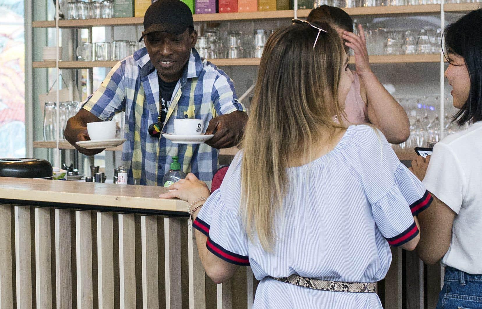 Un café de Munich vient en aide aux réfugiés.