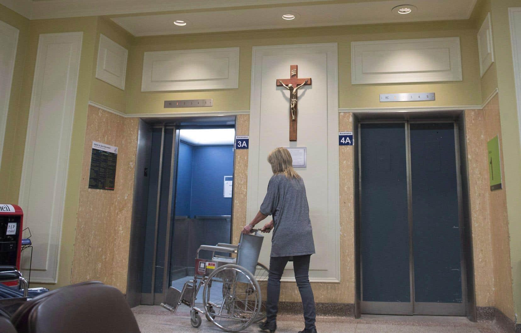 Le retrait du crucifix à l'hôpital du Saint-Sacrement de Québec en 2017 avait soulevé un tollé, à un point tel que la direction était rapidement revenue sur sa décision.