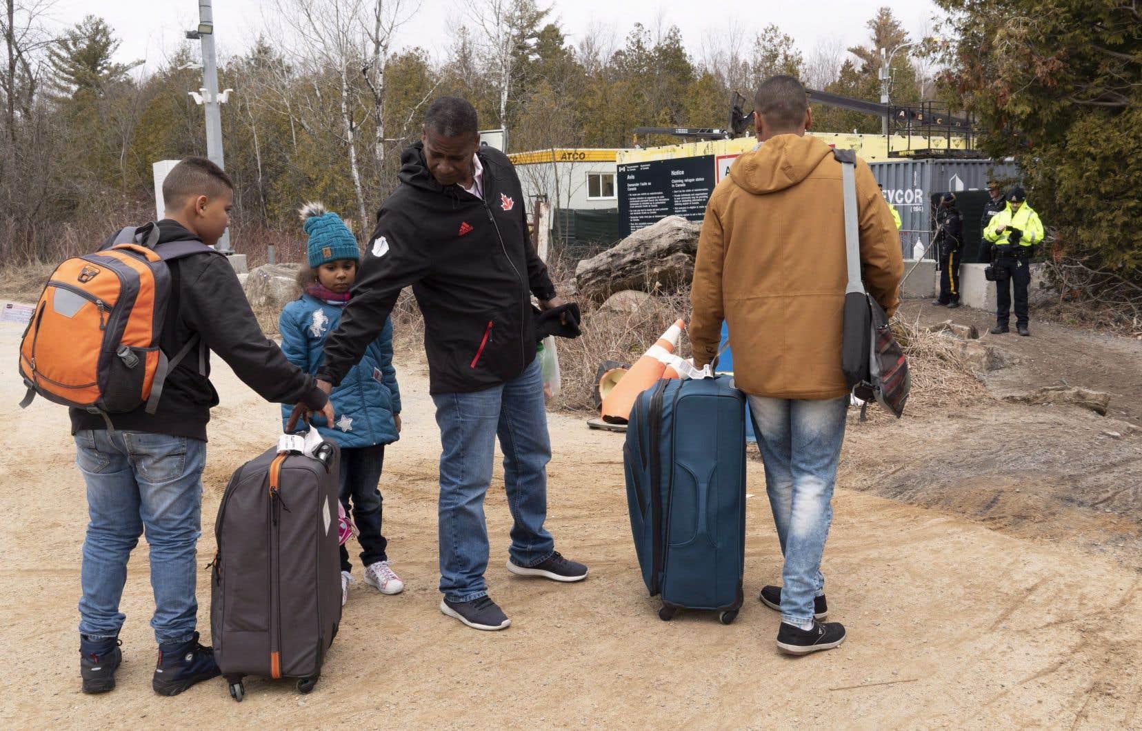 Plus de 18000 réfugiés sont devenus citoyens canadiens l'année dernière, soit le deuxième taux le plus élevé dans le monde.