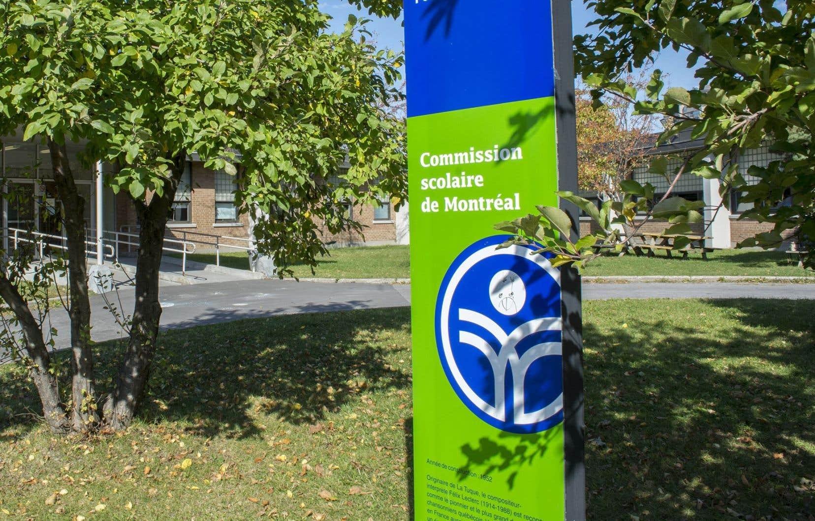 La loi adoptée sous le baîllon en fin de semaine dernière bafoue la diversité et l'harmonie qui règnent dans les écoles de Montréal, fait valoir la CSDM.