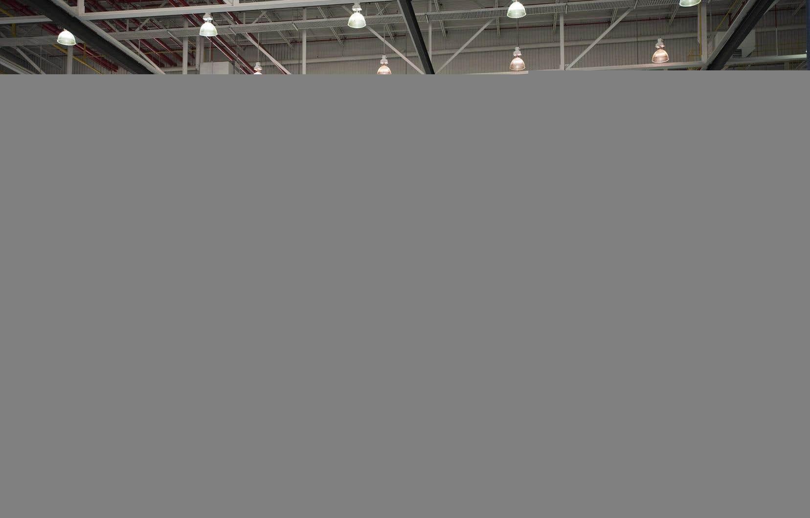 L'intérieur d'un entrepôt de fabrication d'avions de Bombardier, à Toronto