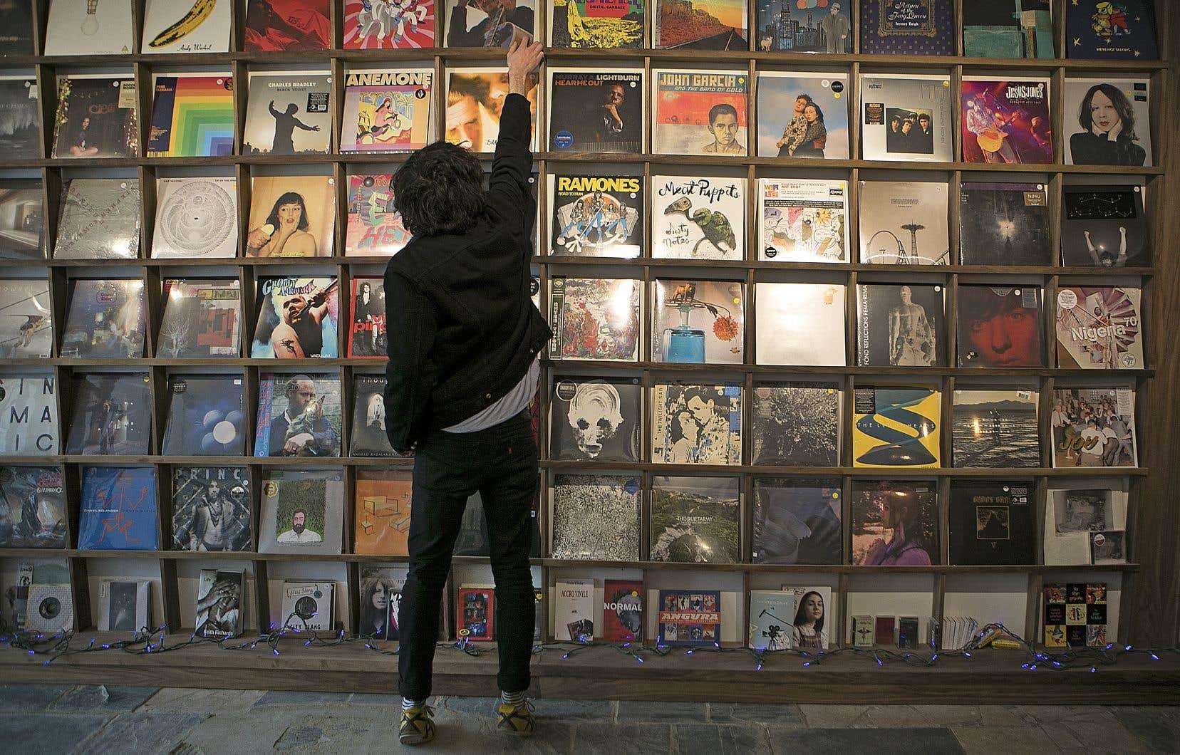 Parmi les ventes d'albums québécois, la part détenue par les produits en français a cependant connu une légère baisse, passant de 73% en 2017 à 71% en 2018.