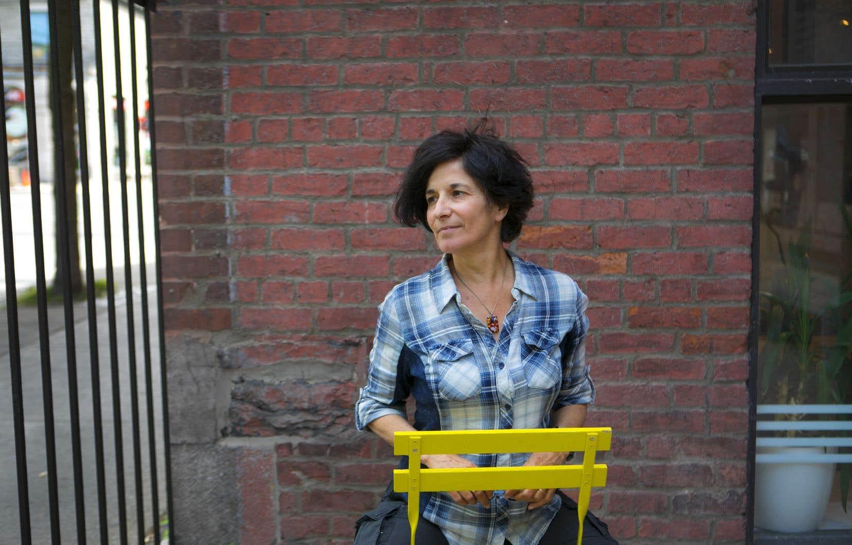 À l'opposé de notre époque, qu'elle trouve d'ailleurs difficile, Maryse Warda est une artiste à l'identité mouvante; elle a grandi en parlant arabe, mais aussi français, avant d'immigrer, enfant, au Québec.