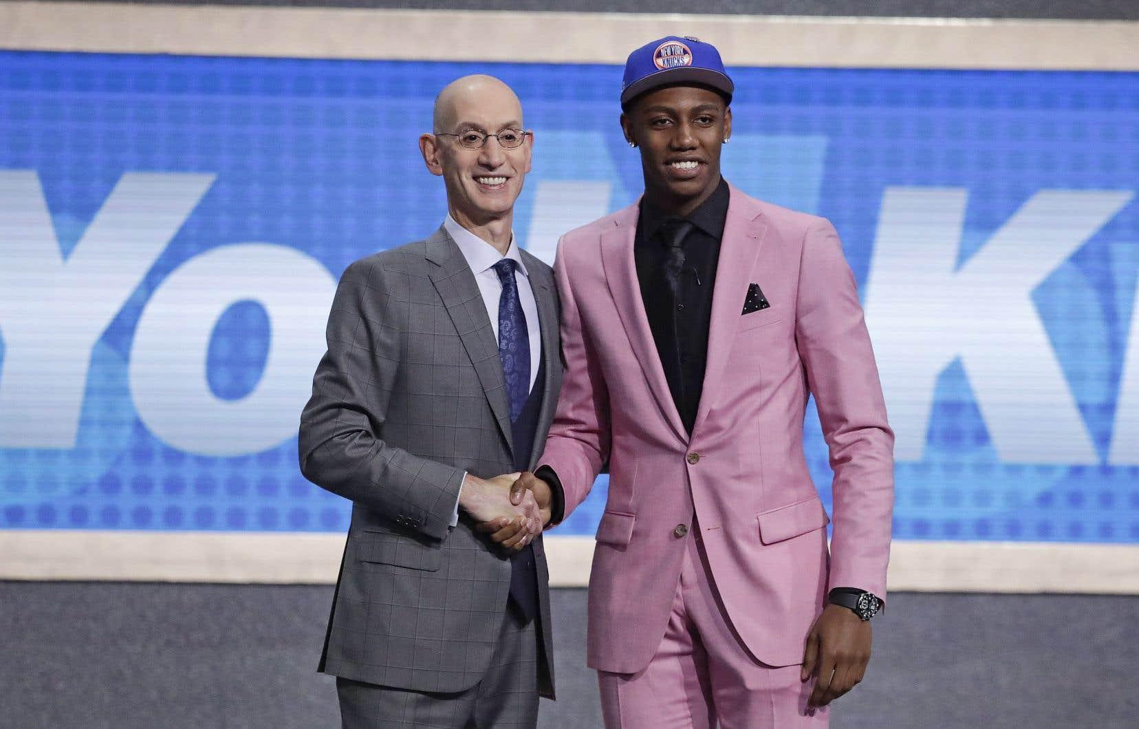 RJ Barrett (à droite), avec le commissaire de la NBA, Adam Silver