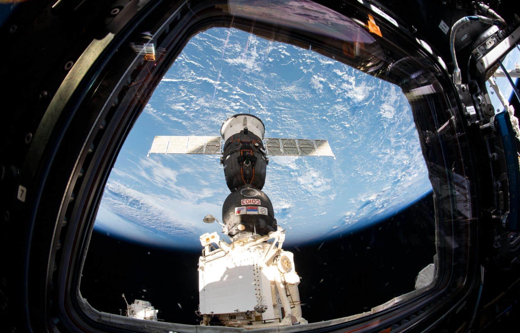 Une capsule Soyouz amarrée à la Station spatiale internationale