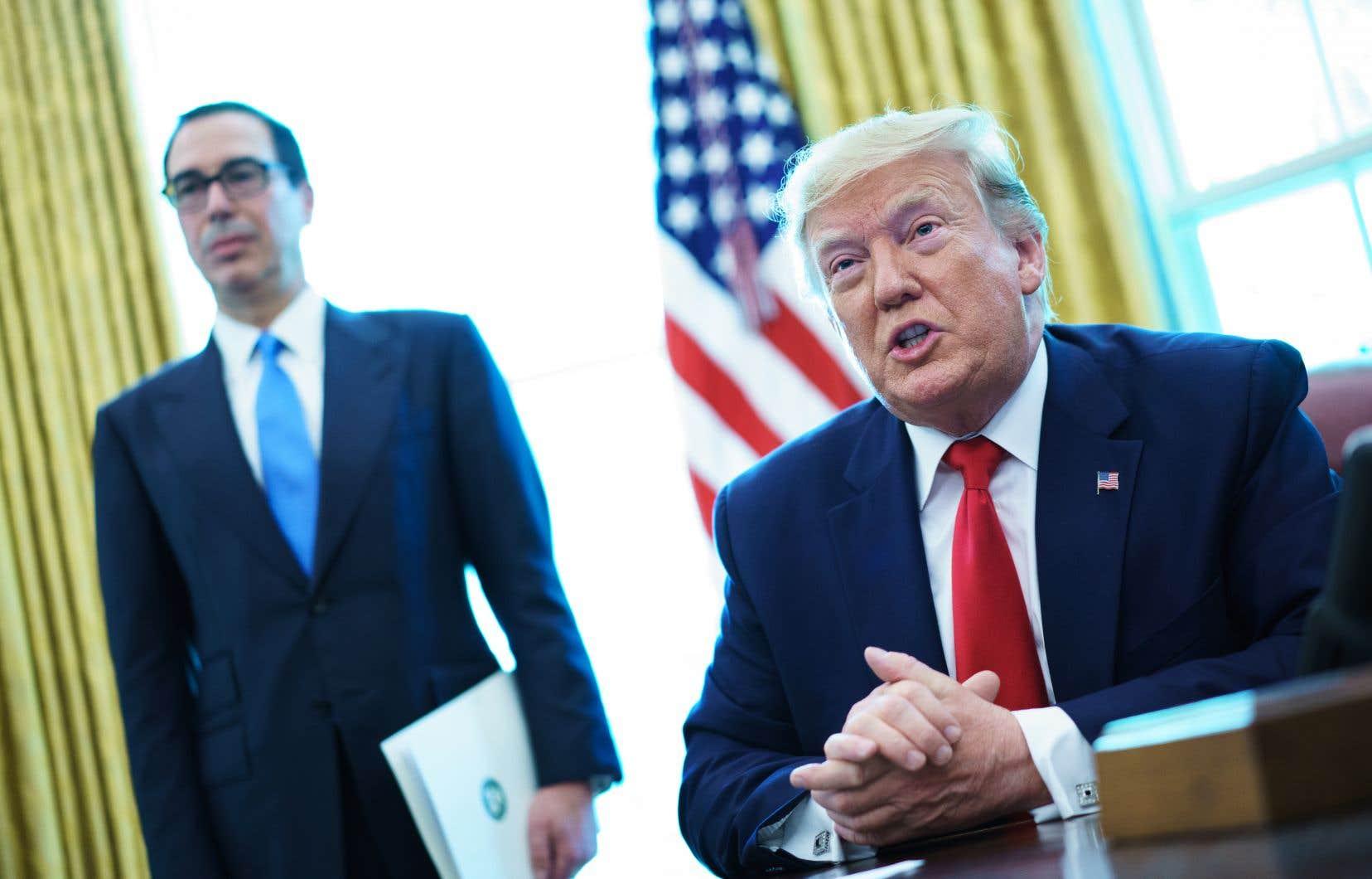 Le président américain, Donald Trump, a signé un décret exécutif imposant des sanctions contre les autorités de l'Iran dans le bureau ovale de la Maison-Blanche, lundi le 24 juin 2019.