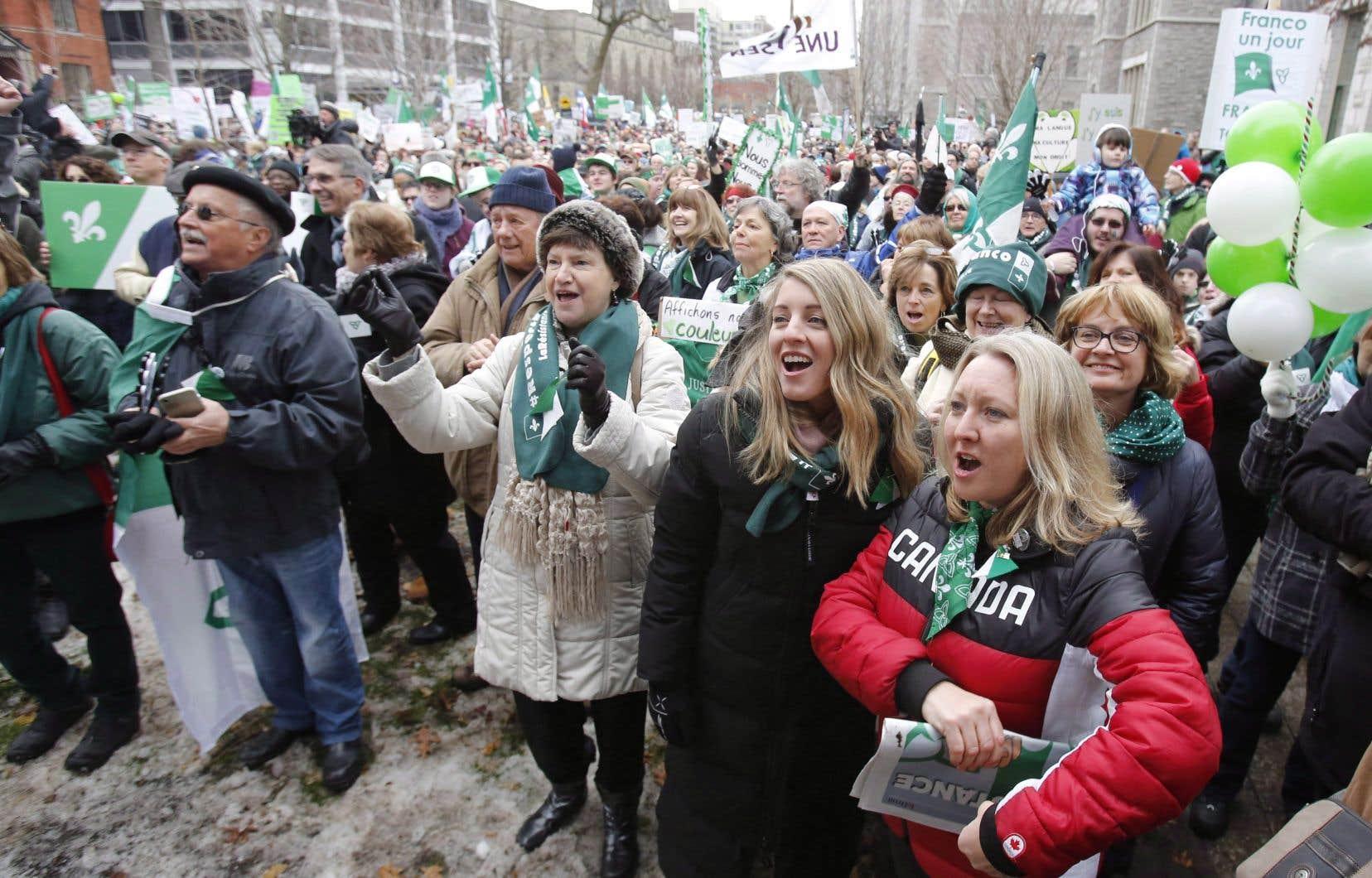 La ministre du Tourisme, des Langues officielles et de la Francophonie, Mélanie Joly, avait participé à une manifestation franco-ontarienne contre les coupures de services en français par le gouvernement de l'Ontario, à Ottawa le 1er décembre 2018.