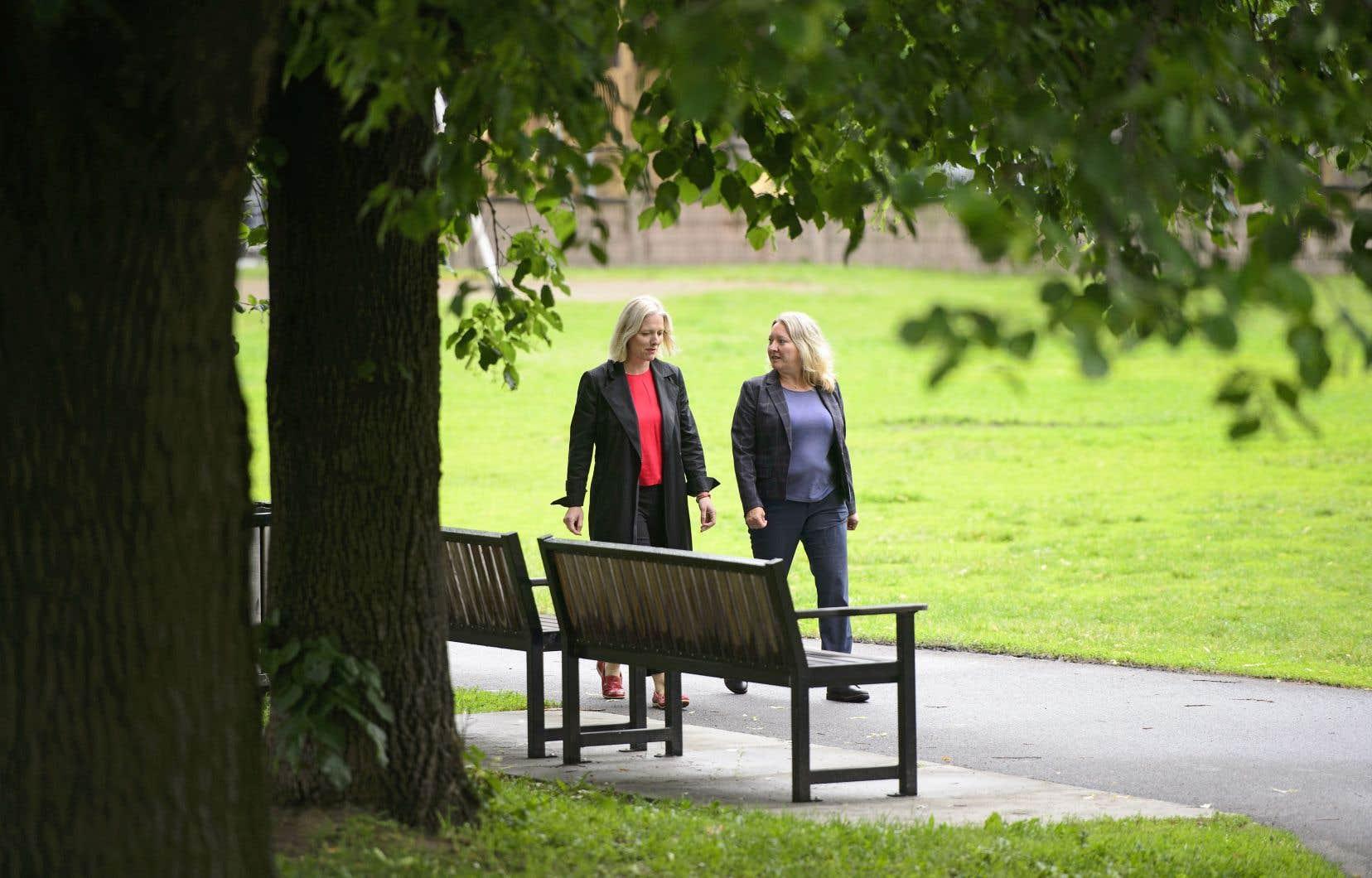 La ministre de l'Environnement Catherine McKenna était accompagnée de la députée libérale Mona Fortier lors de la conférence de presse mardi.