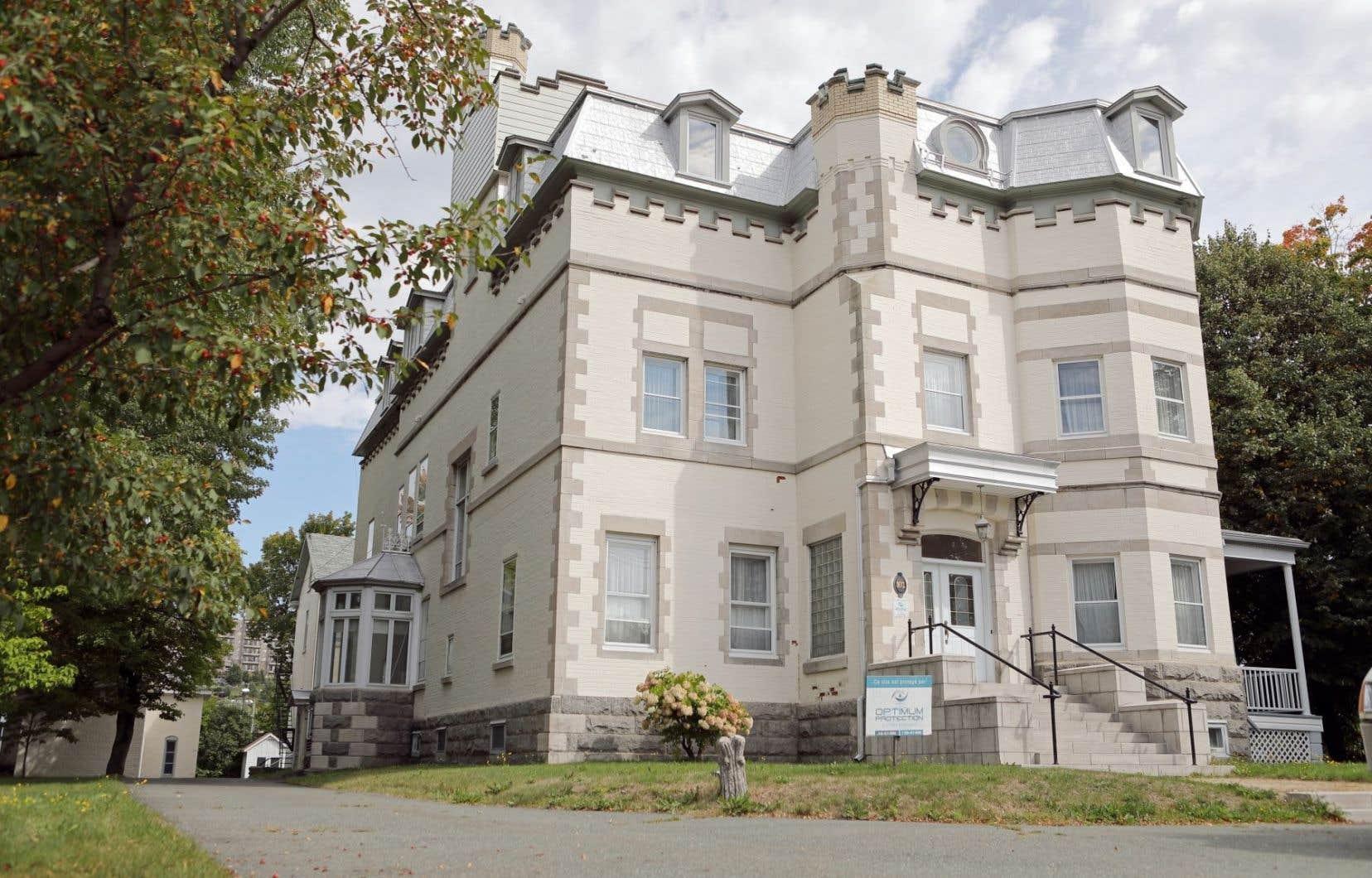 Le Château Beauce a été construit en 1903-1904 selon des plans dessinés par Jean-Omer Marchand, le premier diplômé canadien des Beaux-Arts de Paris, lauréat de 14 médailles d'architecture lors de son séjour européen.