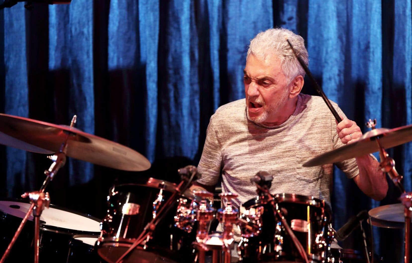Né en 1945 à New York, le batteur Steve Gadd baigne dans le jazz depuis son enfance.