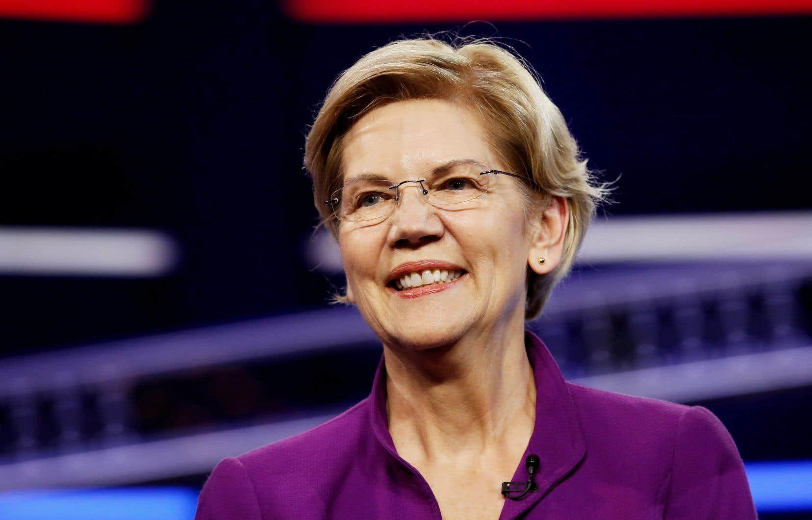 La sénatrice Elizabeth Warren a été la première à prendre la parole sur le thème des inégalités économiques.