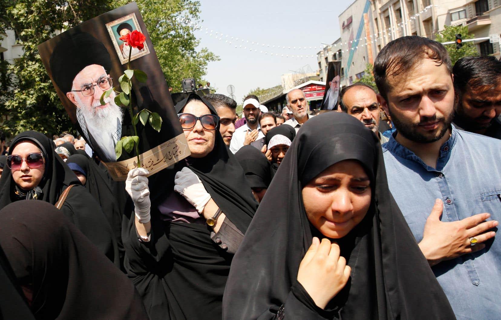 La guerre Iran-Irak (1980-1988) a beau s'être achevée il y a plus de trente ans, l'Iran organise régulièrement des funérailles pour des soldats dont les restes sont soit restitués par l'Irak, soit découverts dans les zones des combats, qui se sont déroulés essentiellement en Iran.