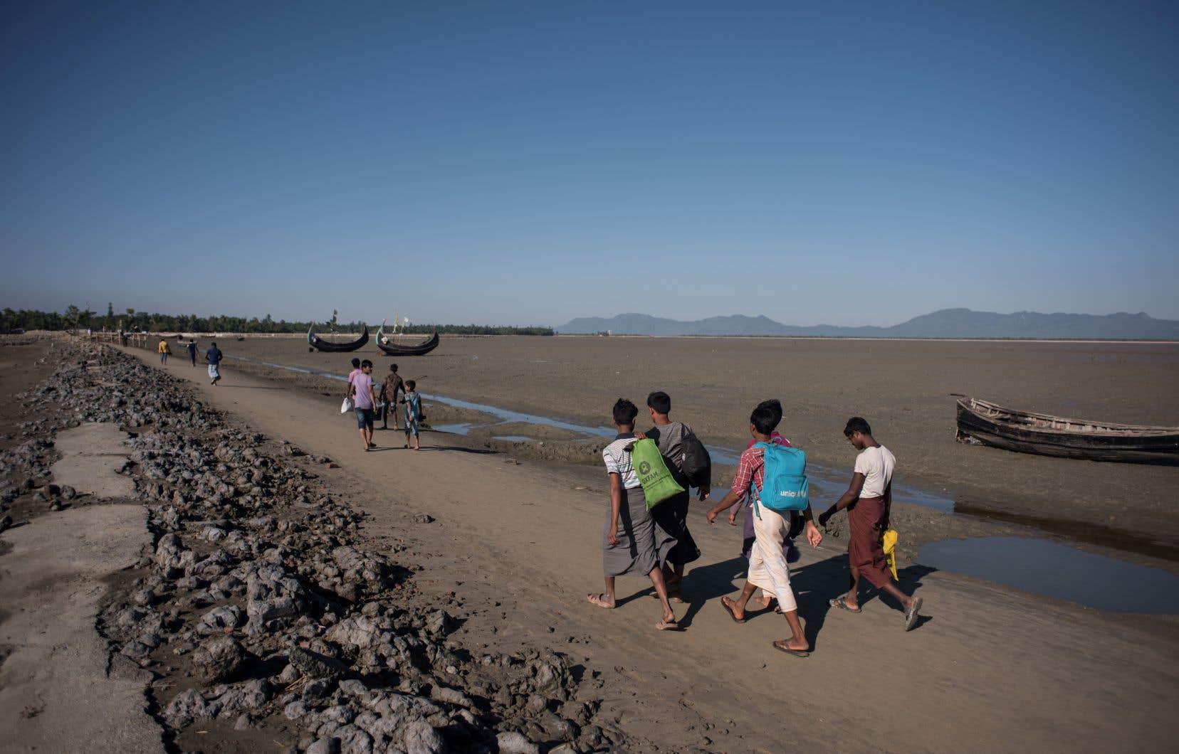 <p>Plus de 740000 Rohingyas avaient fui vers le Bangladesh voisin en 2017 face aux violences de l'armée birmane, qualifiées de «génocide» par les enquêteurs de l'ONU.</p>