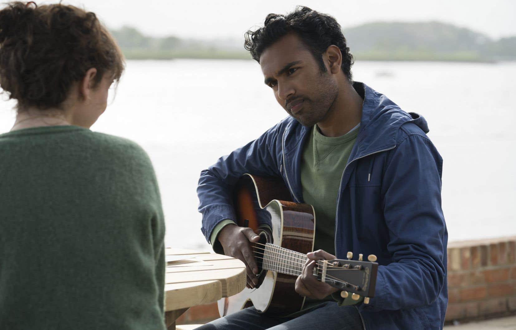 Le film excelle lorsque Himesh Patel entonne chacune des 17 chansons du groupe mythique qui composent la trame sonore.